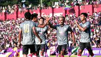 Pemain Persis saat merayakan gol ke gawang Persik Kediri. (Bola.com/Vincentius Atmaja)