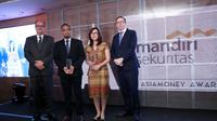 "Mandiri Sekuritas meraih penghargaan sebagai ""Best Corporate and Investment Bank"" dari Asiamoney Best Bank Awards 2019."