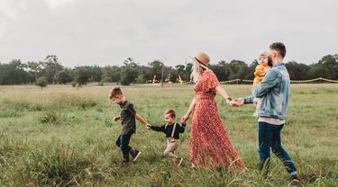 Ilustrasi keluarga harmonis