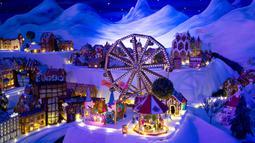 Detail pameran desa jahe di Bergen, Norwegia pada 18 November 2019. Pameran tahunan yang populer ini menampilkan ratusan rumah dan struktur lainnya dari kue jahe yang identik dengan perayaan Natal. (Marit Hommedal/NTB scanpix via AP)