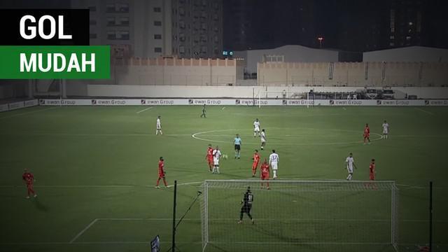 Berita video momen kiper klub Uni Emirat Arab, Ajman, Hamad Khalid, gagal gagal kontrol bola dan sebuah gol menarik tercipta.