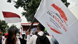 Massa GJI mendengarkan orasi saat menggelar aksi di depan Balai Kota, Jakarta, Kamis (29/11).  Aksi tersebut menuntut Gubernur DKI Jakarta Anies Baswedan untuk mencabut izin penyelanggaraan Reuni 212 pada 2 Desember 2018. (Merdeka.com/Iqbal S. Nugroho)