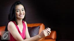 Mawar Eva de Jongh berpose saat melakukan sesi pemotretan dengan Liputan6.com di Jakarta (9/11). Mawar juga diberikan penghargaan sebagai Miss Best Hair, Miss Social Media Darling dan Favorite. (Liputan6.com/Yudha Gunawan)