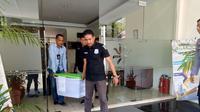 Penyidik Tipikor Polres Gowa menyita sejumlah dokumen penting dari gudang Bulog Makassar (Liputan6.com/ Eka Hakim)