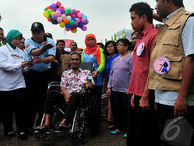 Ahok dan Mensos Khofifah saat acara peringatan Hari Kesetiakawanan Sosial Nasional, Jakarta, Sabtu (13/12/2014). (Liputan6.com/Johan Tallo)