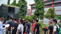 Atasi over kapasitas di Rutan Kelas I Tangerang, 30 narapidana dipindahkan ke Lembaga Pemasyarakatan (Lapas) Kelas IIA Serang, Banten.