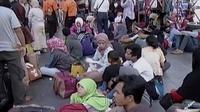 Lonjakan pemudik di Terminal Bus Kampung Rambutan diperkirakan terjadi hari ini. Mengingat banyak perusahaan telah meliburkan pegawainya.