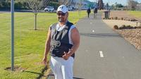 Setio Shanahan sedang berolahraga di sebuah taman ketika polisi mendatanginya. (Facebook)