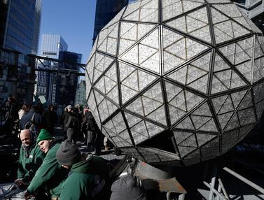Bola Kristal Times Square Disiapkan