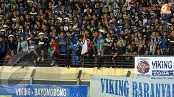 Ribuan bobotoh yang memadati stadion tampak terpaku melihat laskar Maung Bandung beraksi sangat kompak ketika menjamu tim asal Amerika Serikat itu (Liputan6.com/Helmi Fithriansyah)