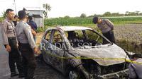 Honda Brio yang dibakar Jumat lalu hasil dari perampokan.  (TRI WIDODO/RADAR SOLO)