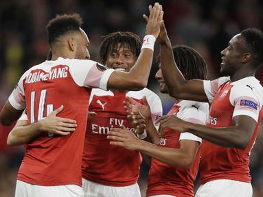 Pemain Arsenal merayakan gol yang dicetak oleh Pierre-Emerick Aubameyang ke gawang Vorskla pada laga Liga Europa di Stadion Emirates, London, Kamis (20/9/2018). Arsenal menang 4-2 atas Vorskla. (AP/Kirsty Wigglesworth)