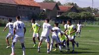 Persib Bandung bersiap menghadapi pekan kedua Gojek Liga 1 bersama Bukalapak. (Bola.com/Erwin Snaz)