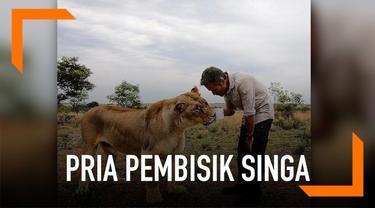 Kevin Richardson memiliki hubungan  khusus dengan sejumlah singa. Oleh karena itu ia dijuluki sebagai si pembisik singa.