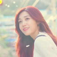 Baru-baru ini, Eunji A Pink menyapa para penggemarnya melalui V Live. Kali ini, gadis kelahiran 18 Agustus 1993 ini melakukan v Live di pinggir sungai Han dan makan ramen. (Foto: soompi.com)