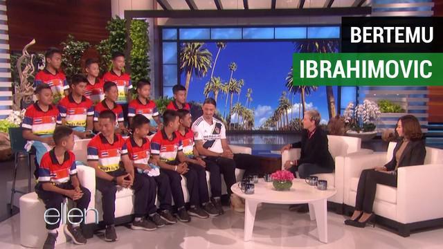 Berita video 12 pemain tim sepak bola Mu Pa yang diselamkan dari goa tampil bersama Zlatan Ibrahimovic pada acara Ellen DeGeneres Show, Senin (15/10/2018).