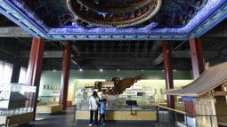 Sejumlah orang mengunjungi Museum Arsitektur Kuno Beijing di Beijing, ibu kota China, pada 2 Oktober 2020. (Xinhua/Lu Peng)