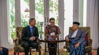 Menteri Luar Negeri Singapura Vivian Balakrishnan bertemu dengan Wakil Presiden terpilih Ma'ruf Amin. (Kedubes Singapura)
