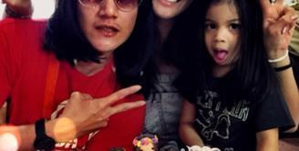 Pada tanggal 20 Oktober 2012, Vino G Bastian resmi mempersunting aktris cantik Marsha Timothy. (viainstagram@marshatimothy/Bintang.com)