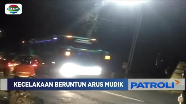 Saksi mengatakan, kecelakan terjadi saat salah satu kendaraan melaju dari arah yang sama menuju Purwokerto.