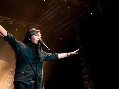 Dalam setiap penampilan panggungnya, pelantun lagu Mengejar Matahari ini selalu sukses membius para penonton dengan suaranya merdunya. (Liputan6.vom/IG/@ari_lasso)