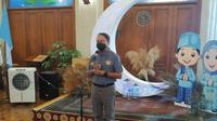 Menpora Zainudin Amali saat mengunjungi atlet NPC Indonesia di Kusuma Sahid Prince Hotel, Solo, Minggu (18/4/2021). (Bola.com/Vincentius Atmaja)