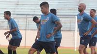 Gelandang jangkar PSIS Semarang asal Palestina, Jonathan Cantillana dalam sebuah sesi latihan. (Bola.com/Vincentius Atmaja)