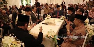 Akad nikah Nabila Syakieb dan Reshwara Argya berlangsung khidmat Minggu (20/12) di Hotel Ritz Charlton Mega Kuningan, Jakarta. Seperti apa rangkaian prosesinya? Simak di Bintang.com