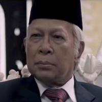 Amoroso Katamsi saat berperan sebagai Soeharto di film G30S/PKI. (YouTube)