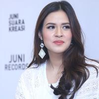 Raisa (Foto: Nurwahyunan/Bintang.com)
