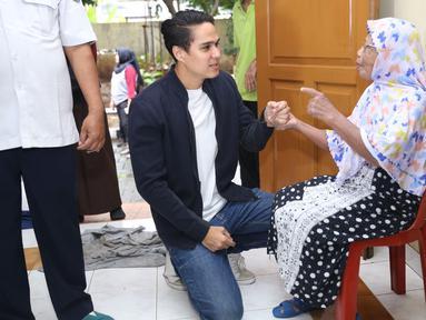 Salah satu pemeran dalam sinetron Anak Langit yang ikut melakukan bakti sosial adalah Mischa Chandrawinata. Aksi sosial bersama para pemeran Anak Langit kali ini dilakukan di Yayasan Sasana Tresna Werdha, Jakarta Timur. (Nurwahyunan/Bintang.com)