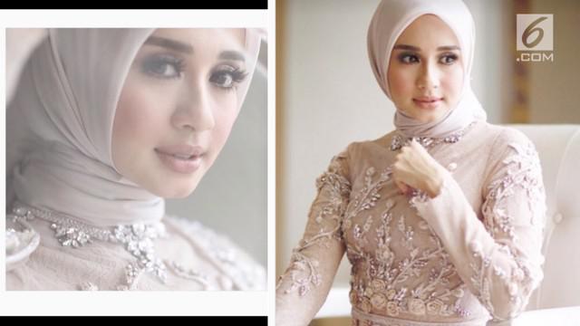 Setalah banyak dihujat warganet, kini riasan Laudya Cynthia Bella saat resepsi pernikahan di Bandung dipuji warganet.
