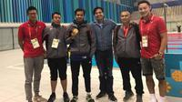 Perenang nasional, I Gede Siman Sudartawa (ketiga dari kiri), meraih medali emas nomor 50 meter gaya punggung putra pada Islamic Solidarity Games (ISG) 2017 di Baku, Azerbaijan, Selasa (16/5/2017). (PRSI)