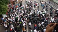 Massa aksi bela tauhid berhenti di depan kantor GP Ansor. (Liputan6.com/Nafiysul Qodar)