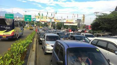Satlantas Polres Bogor putuskan untuk berlakukan lalu lintas satu arah untuk mengurai kemacetan.