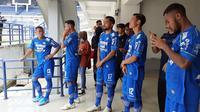 Gelandang Persib Bandung, Zulham Zamrun (tengah). (Bola.com/Erwin Snaz)
