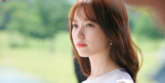 Sudah tak diragukan lagi kecantikan dari Han Hyo Joo. Akan tetapi aktris berusia 31 tahun ini masih betah menyandang status jomblo. (Foto: Soompi.com)