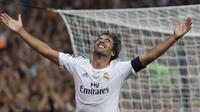 Mantan pemain Real Madrid, Raul Gonzalez, semasa kecil sangat mengidolai klub Atletico Madrid. Pada tahun 1992, ia bermain untuk tim yunior Atletico Madrid. (EPA/Alberto Martin)