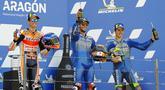 Pembalap Alex Rins, Alex Marquez dan Joan Mir melakukan selebrasi di atas podium usai balapan MotoGP Aragon, Spanyol, Minggu (18/10/2020). Alex Rins berhasil finis pertama dengan catatan waktu 41 menit, 54,391 detik. (AP Photo/Jose Breton)