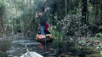 Ketujuh warga nekat memasuki hutan tempat Bonita berada. Foto: (M Syukur/Liputan6.com)