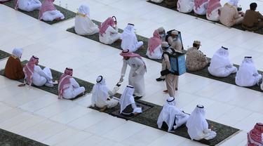FOTO: Masjidil Haram Gelar Salat Id dengan Jemaah Terbatas