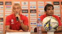 Gelandang Persipura, Oh In-kyun, dalam konferensi pers menjelang duel versus Persib Bandung di Graha Persib, Jalan Sulanjana, Bandung, Jumat (17/5/2019). (Bola.com/Erwin Snaz)