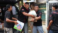 Kijang Retro Indonesia [RETRO] - KRI menyalurkan bantuan ke korban banjir. (ist)