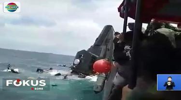 Kapal yang mengangkut sejumlah prajurit tujuan Pulau Pramuka ini diduga dihempas ombak saat mengalami mesin mati.