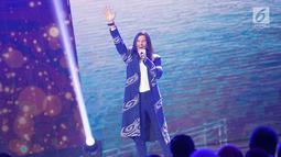"Penampilan penyanyi Virzha dalam ajang Liputan6 Awards 2019 di Jakarta, Sabtu (25/5/2019). Liputan6 Awards 2019 bertajuk ""Untukmu Indonesia tersebut merupakan program bakti kepada Indonesia sebagai bentuk kontribusi untuk bangsa terkait perdamaian. (Liputan6.com/Immanuel Antonius)"