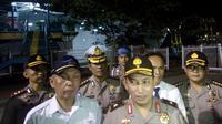 Kapolda Banten, Brigjen Pol Listyo Sigit Prabowo saat meninjau persiapan arus mudik di Pelabuhan Merak, Senin, 5 Juni 2017. (Liputan6.com/Tandhi Deslatama)