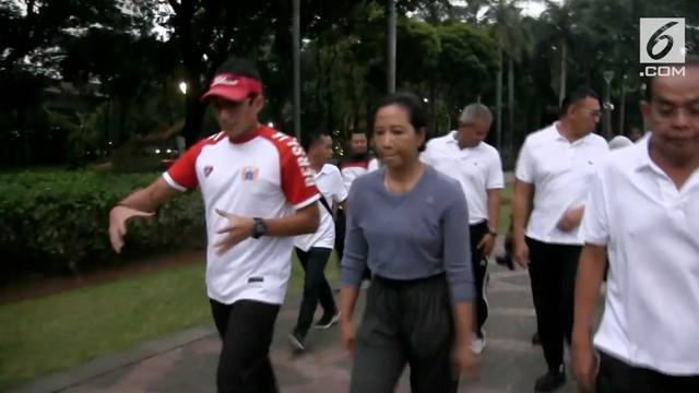 Sandiaga Uno usai jalan pagi bersama menteri BUMN mengaku tidak mempersoalkan protes warga di media sosial. Program penutupan jalan di Tanah Abang di klaim Sandi mendapat respon positif.