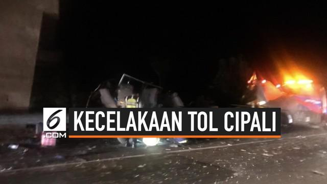 Terjadi kecelakaan lalu lintas di tol Cipali arah ke Cirebon antara bus dan mobil ELF. Enam orang dilarikan ke rumah sakit, dan tidak ada korban meninggal.
