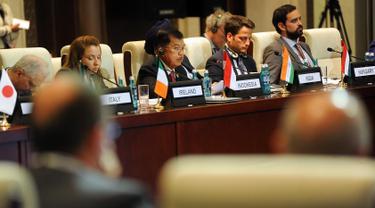 Wapres Jusuf Kalla menyampaikan pandangan dihadapan pemimpin negara Asia dan Eropa pada Asia Europe Meeting (KTT Asem) ke-11 di Ulan Bator, Mongolia, Jumat (15/7). KTT Asem Tahun 2016 tersebut digelar pada 15-16 Juli. (Tim Media Wapres)