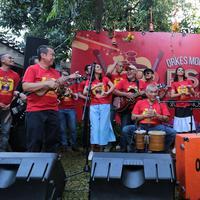 Grup musik OM PSP pada awal Januari 2017 silam juga menjadi salah satu pengisi acara dalam konser bertajuk Nostalgia SMA-The 80s Are Back di di Plenary Hall Jakarta Convention Center (JCC), Jakarta. (Adrian Putra/Bintang.com)